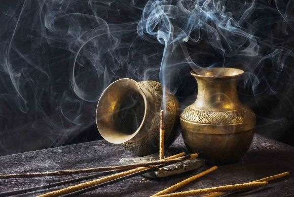 Descubra os cheiros de magia para purificar seu corpo e o ambiente.